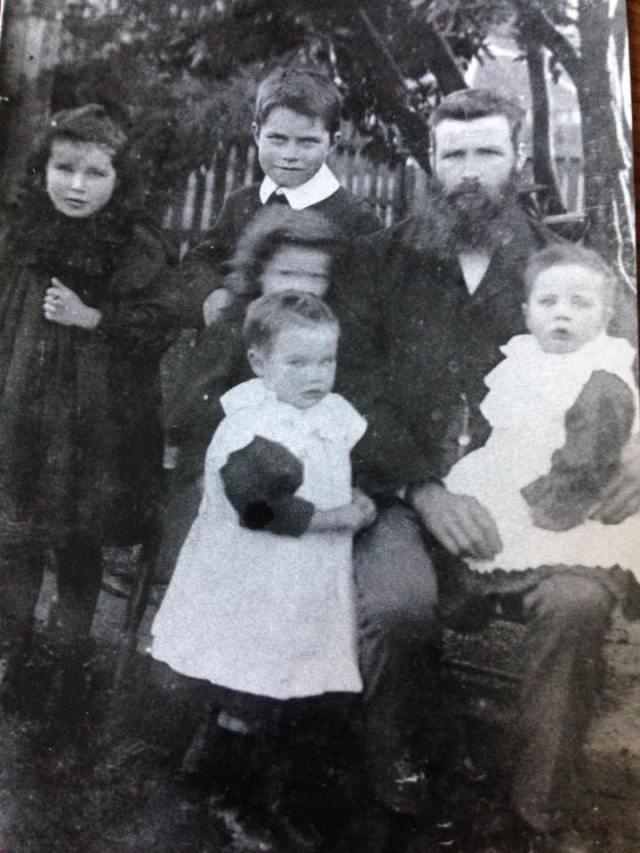 Donald McKenzie & children - Ross McKenzie Nurlene Block